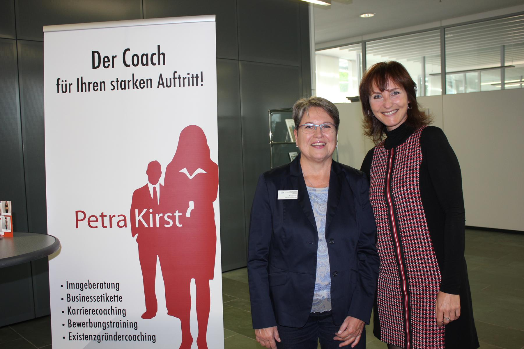 09-18 Aussteller im Foyer Petra Kirst und Sibylle Melcher