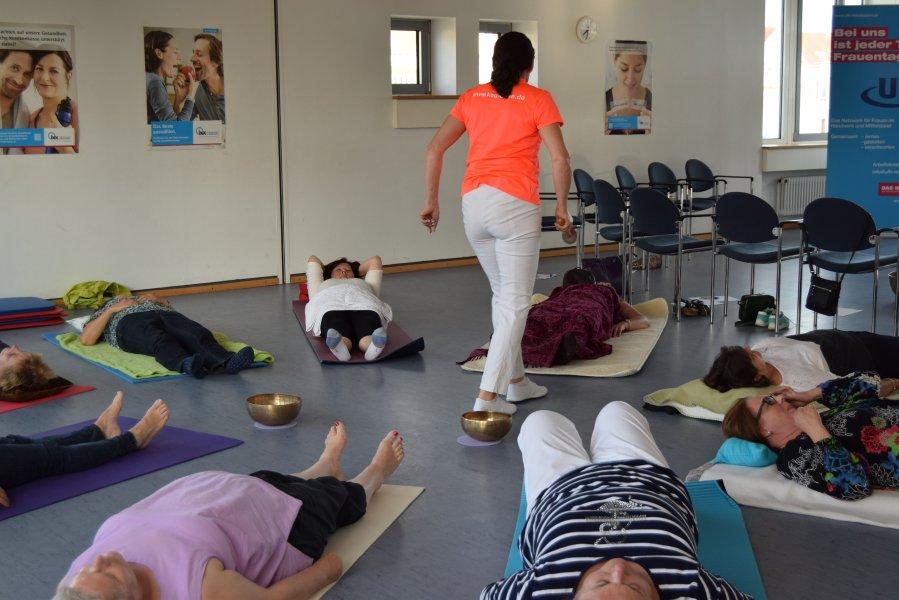 07-17 Kerstin Wendrich verzaubert die Teilnehmerinnen