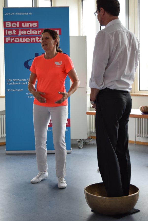 07-17 Workshop: Entspannung mit Klangschalen in den Räumen der IKK, Karlsruhe