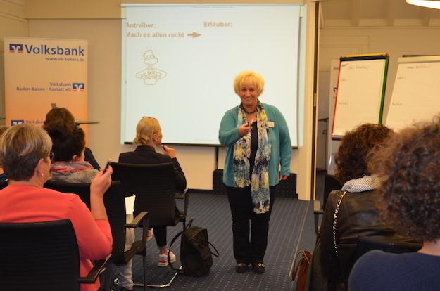 09-17 ufh-Mitgliedsfrau Sabine Holzhauser brillierte mit ihrem Vortrag