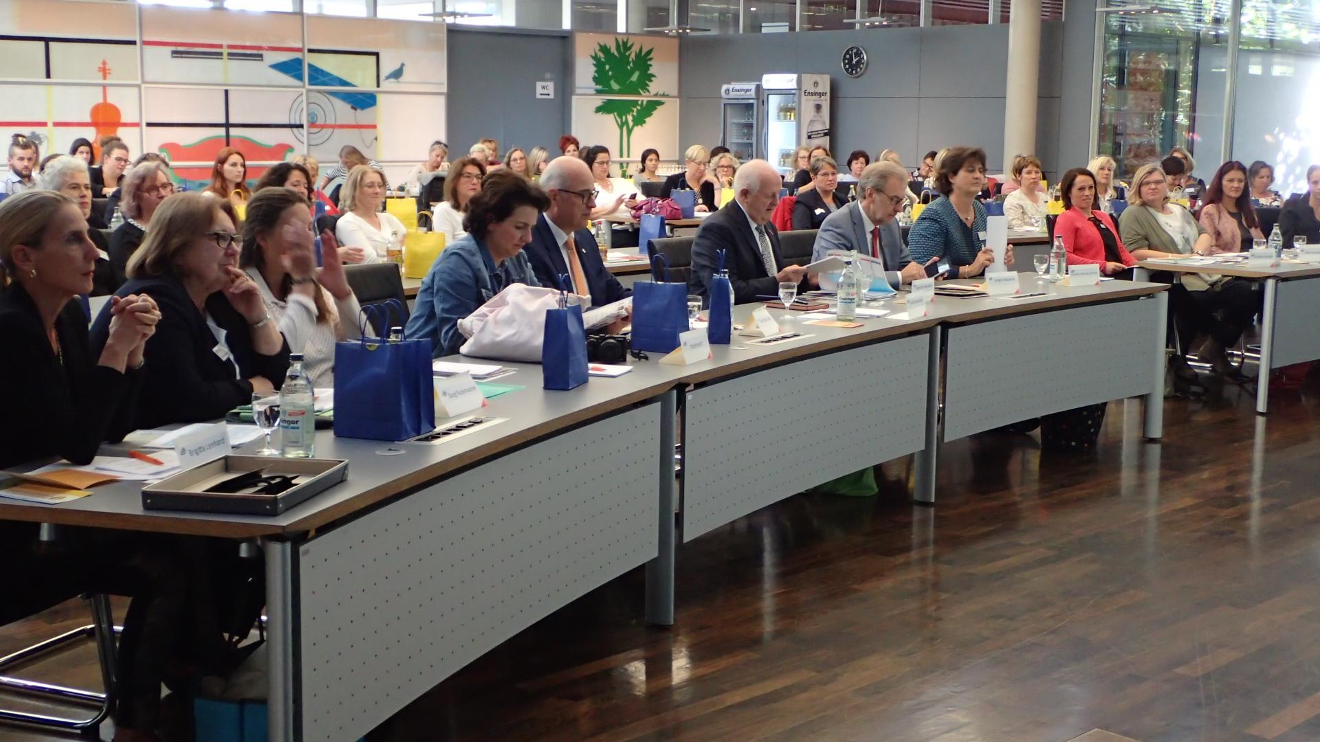 09-18 voll besetzter Sitzungssaal im Landratsamt