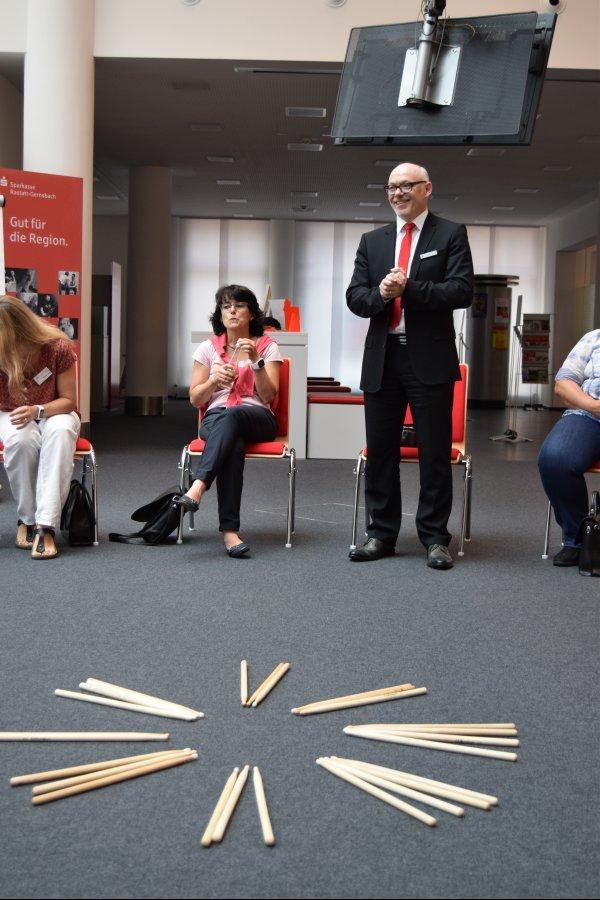 """06-17 Workshop Führen und """"Folgen"""" mit  A. Pavoni in der Sparkasse Rastatt. Begrüßung durch Herrn Edgar Wunsch"""