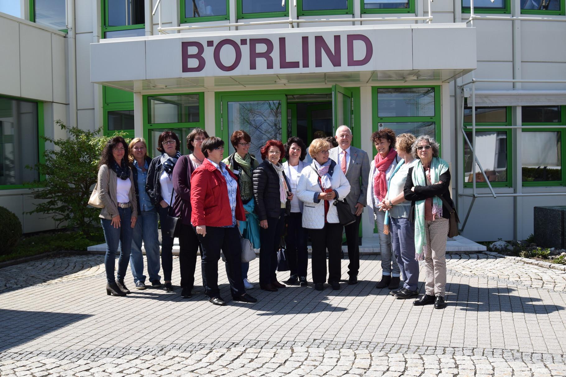 ufh Forum 04-16 Vor dem Eingang zu Börlind Naturkosmetik