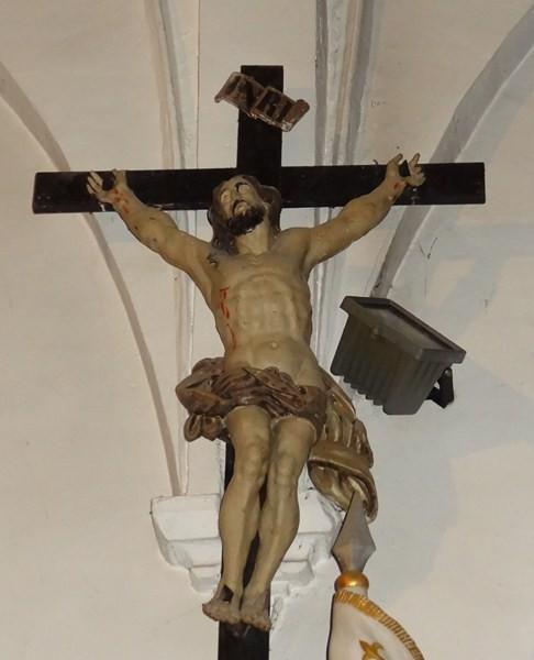 Christ en croix de la nef