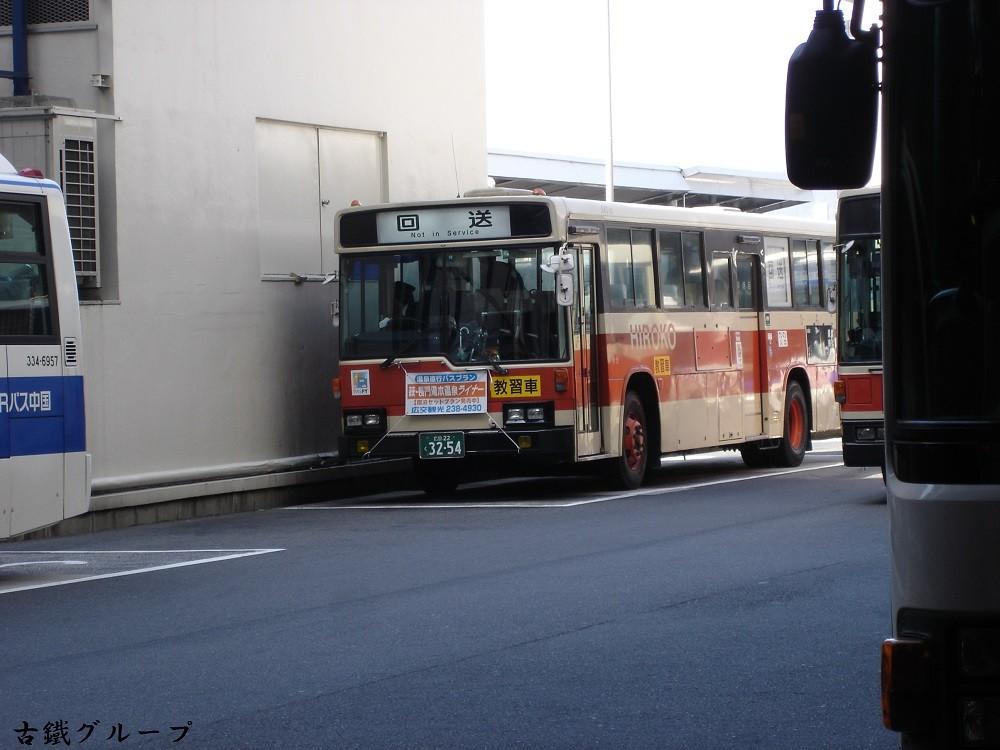 広島 22 く 32-54
