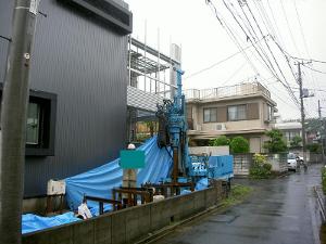 広さ幅2m×奥行き15mの作業場所での施工状況