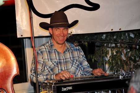 Dietmar Waechtler: steel guitar, dobro, backing vocals, studio guy