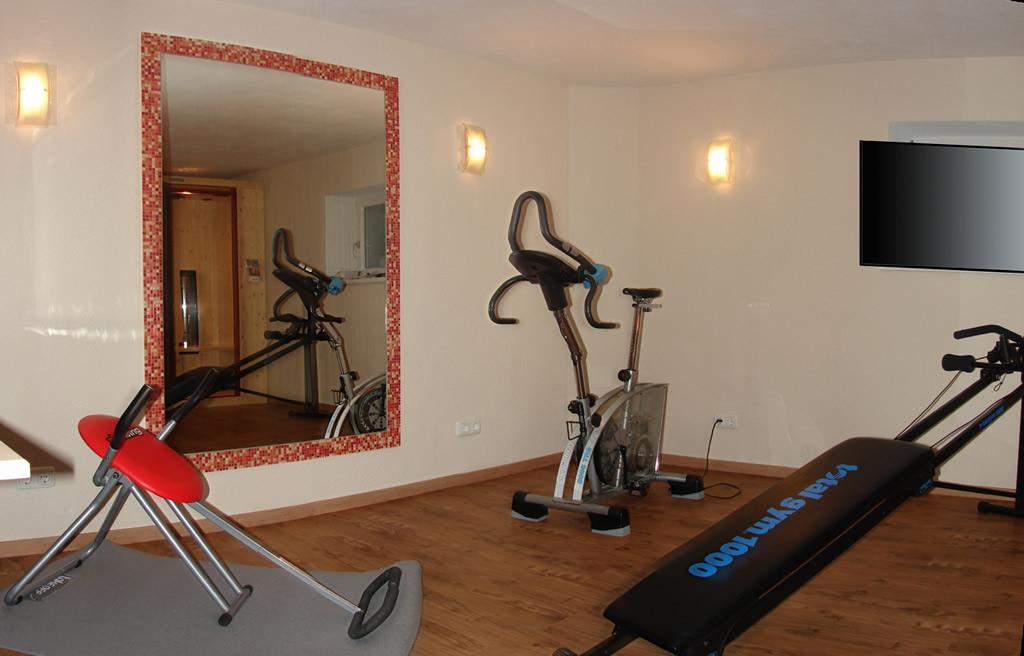 Fitnessraum mit TV