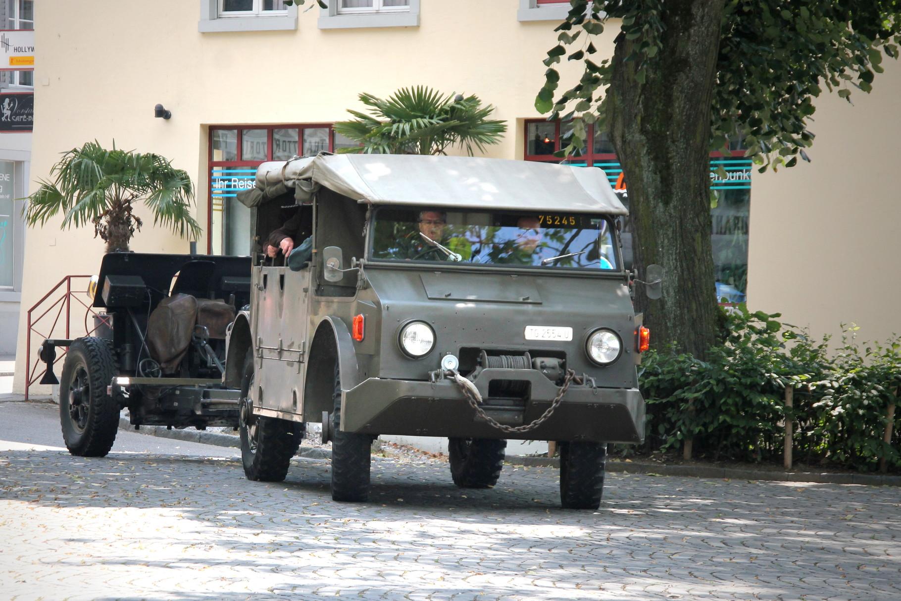 Anfahrt Geschützzüge mit Saurer 4MH
