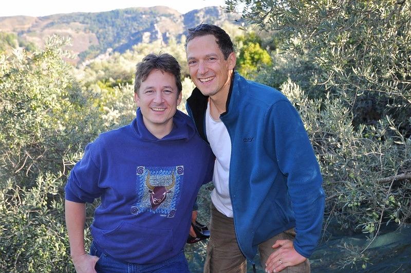 Alexander und Stefan auf Kreta bei der Ernte