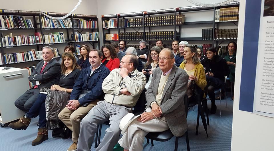 Audiência assistindo à palestra sobre John Dos Passos e Censura na Biblioteca Municipal do Funchal