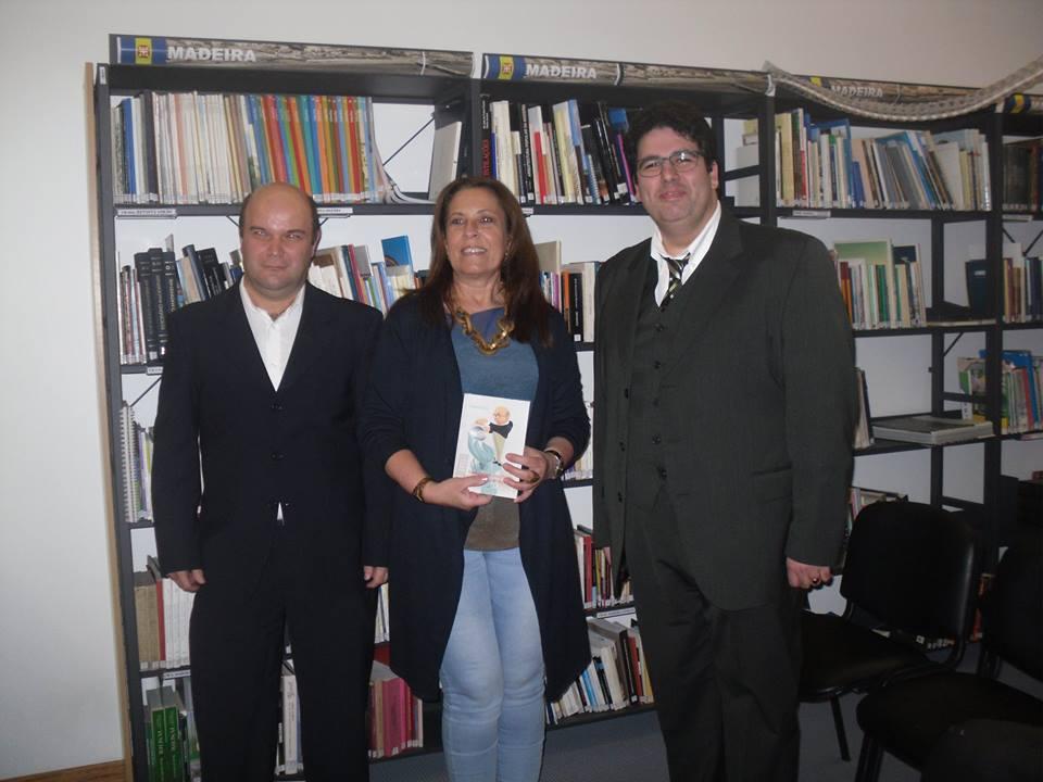 Mestre Duarte Mendonça, Dr.ª Alexandra Canha, directora da Biblioteca Municipal do Funchal e Miguel Oliveira