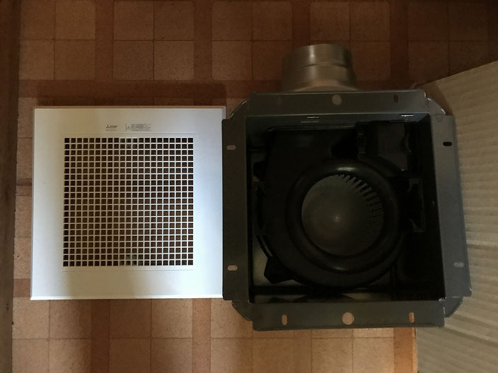 入れ替える予定の新しい浴室換気扇(ダクト用)