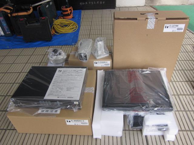 梱包状態から開封した防犯用監視カメラ【新潟市西区】