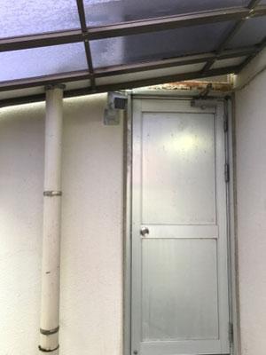 裏口に設置取付された防犯用監視カメラ【新潟市西区|老人ホーム】