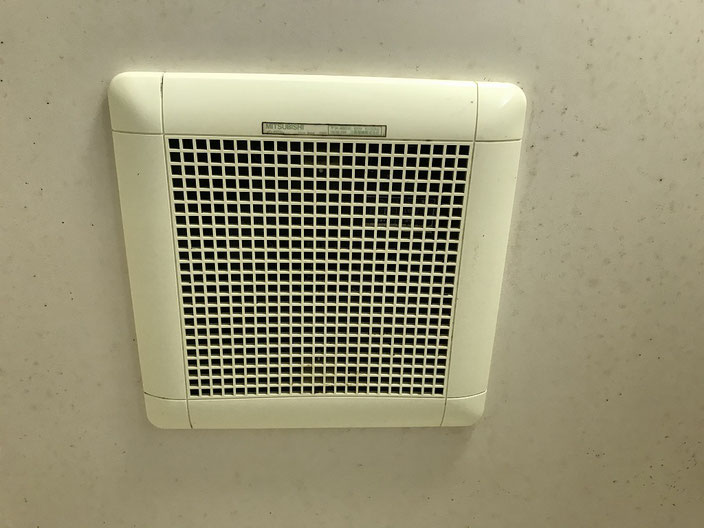 20年以上が経過し、耳障りな異音が発生するようになった浴室換気扇(ダクト用)