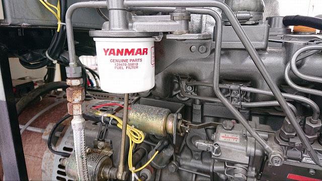 非常用発電機の保守・整備・メンテナンス作業【燃料フィルターとオイル交換の様子4】