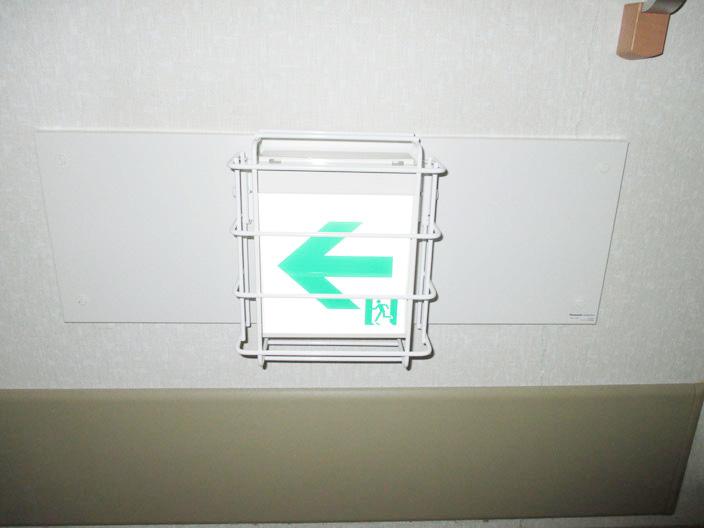 交換工事が完了したな新型(LEDタイプ)の避難誘導灯