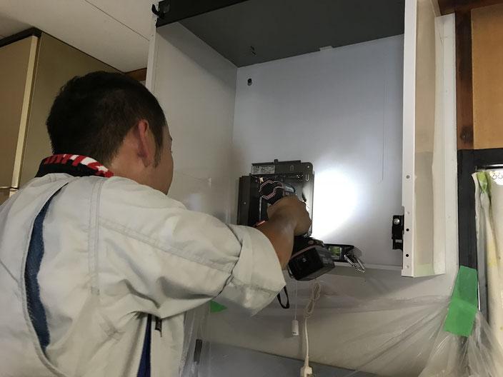 パタリと動かなくなった台所換気扇の交換工事の様子【新潟市】