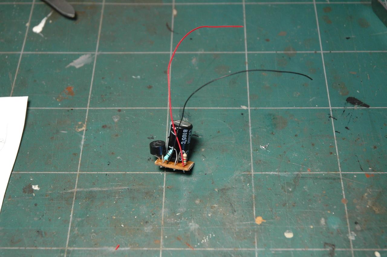 """Le circuit de filtrage et le condensateur """"balast"""" qui va masquer les défauts de contact sur la voie."""