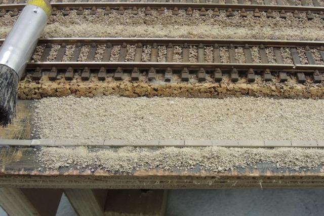 misen place du sable et du calcaire de piste