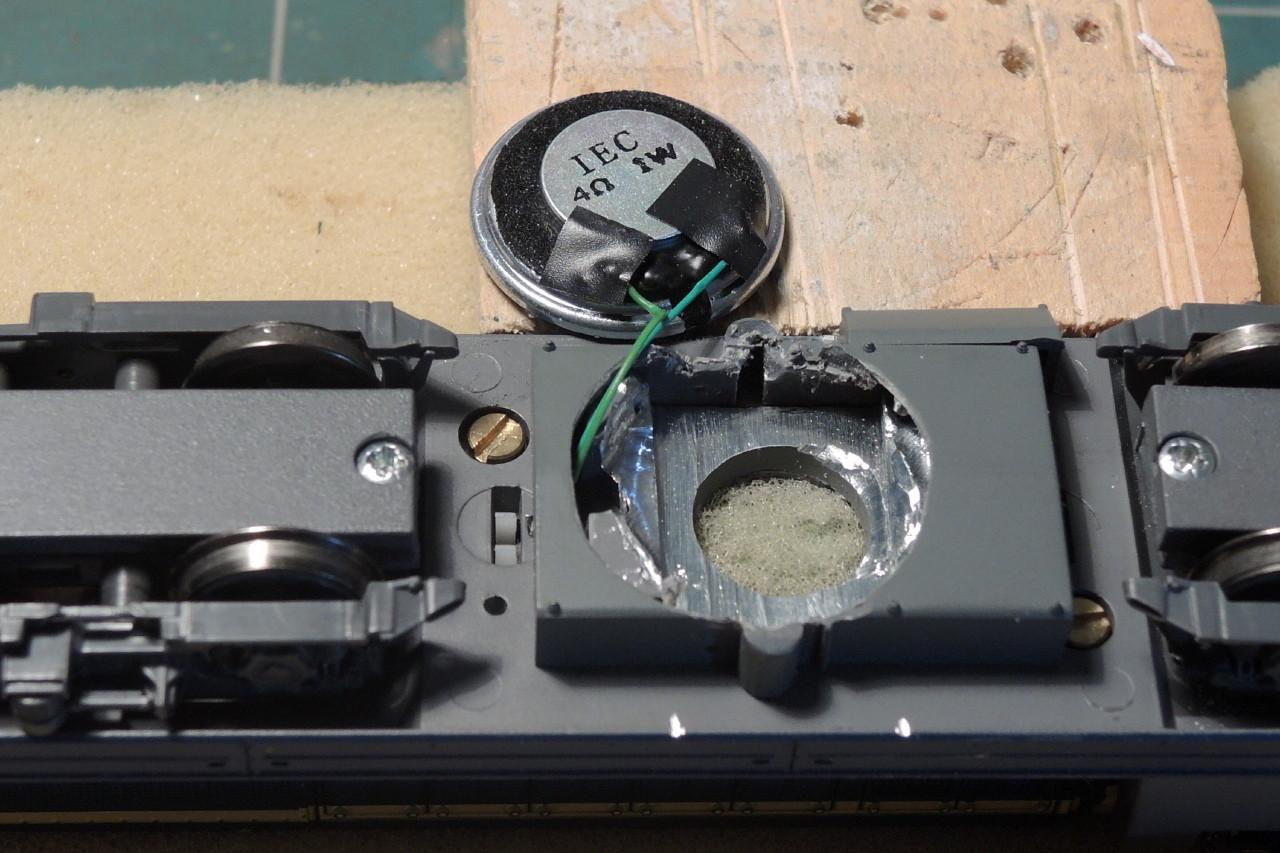 Les bornes du hp sont protégés pour éviter un court-circuit fatal au décodeur.