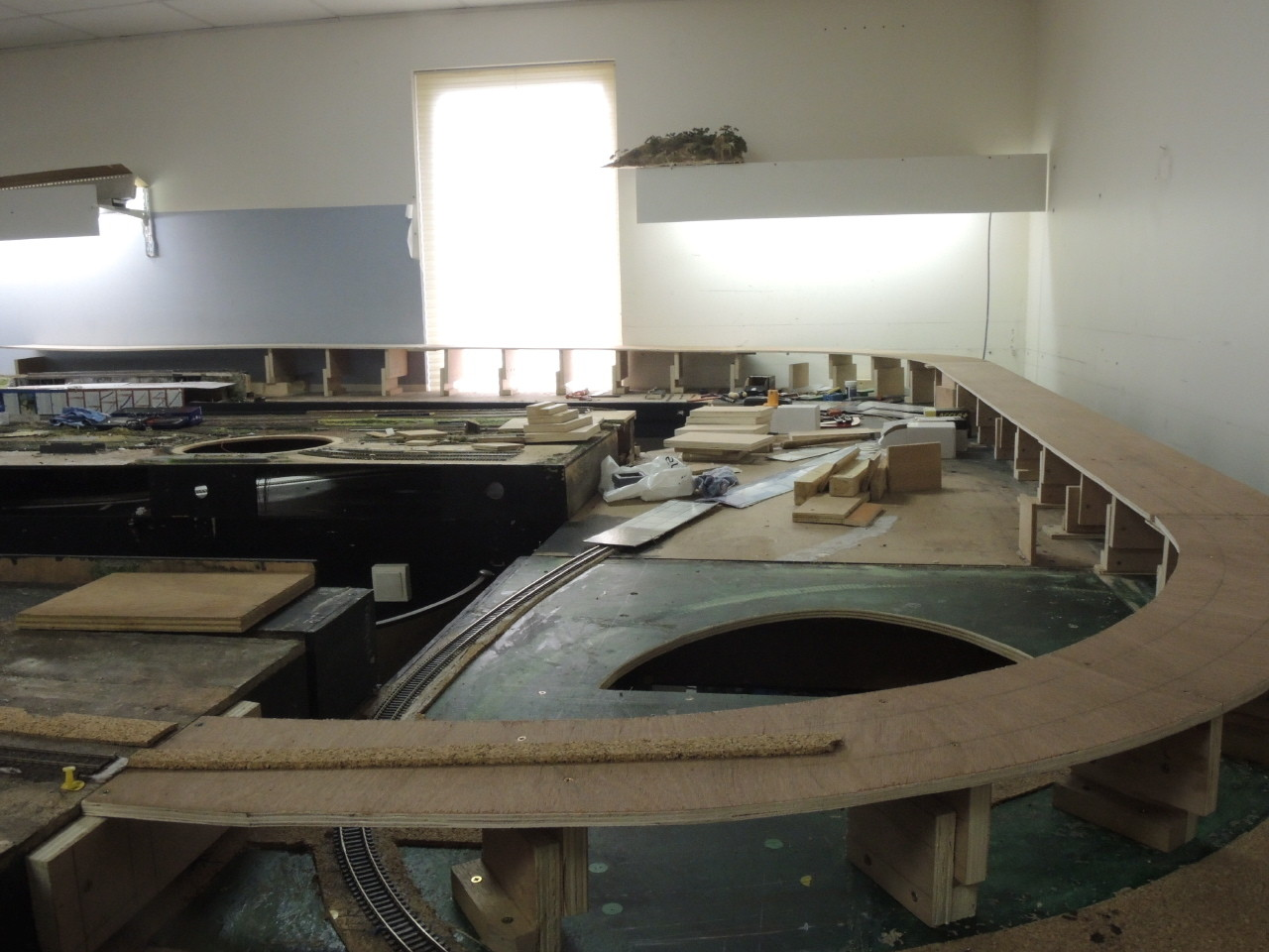 Sortie de la gare de Mer avec une rampe en pente de 1 à 2 cm/M