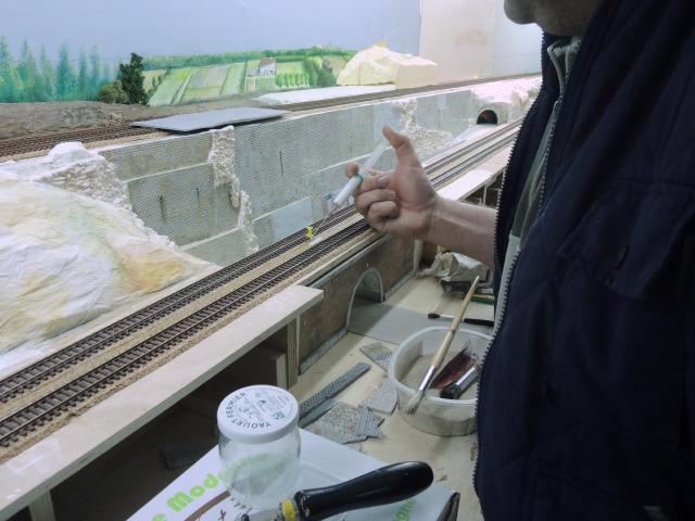 encollage du calcaire avec colle souple spéciale  Anita Décor