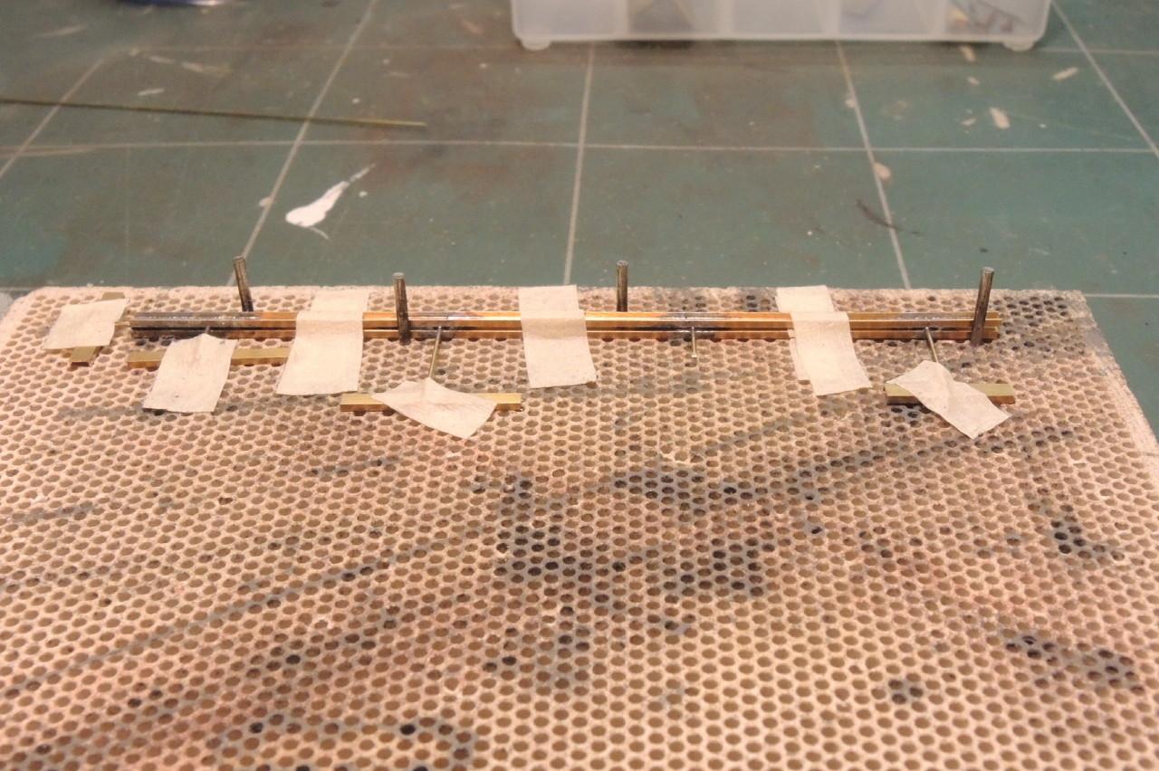 Puis on soude le deuxième profilé avec la soudure liquide et de l'étain-argent pour plus de solidité.