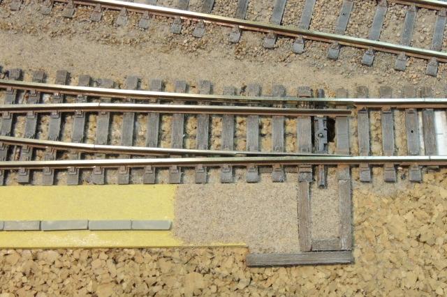 une aiguille et le bâti en  tilleuil pour les futurs leviers