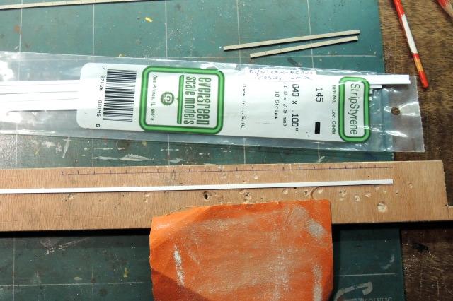 préparation des profilés Evergreen pour caniveaux de câbles