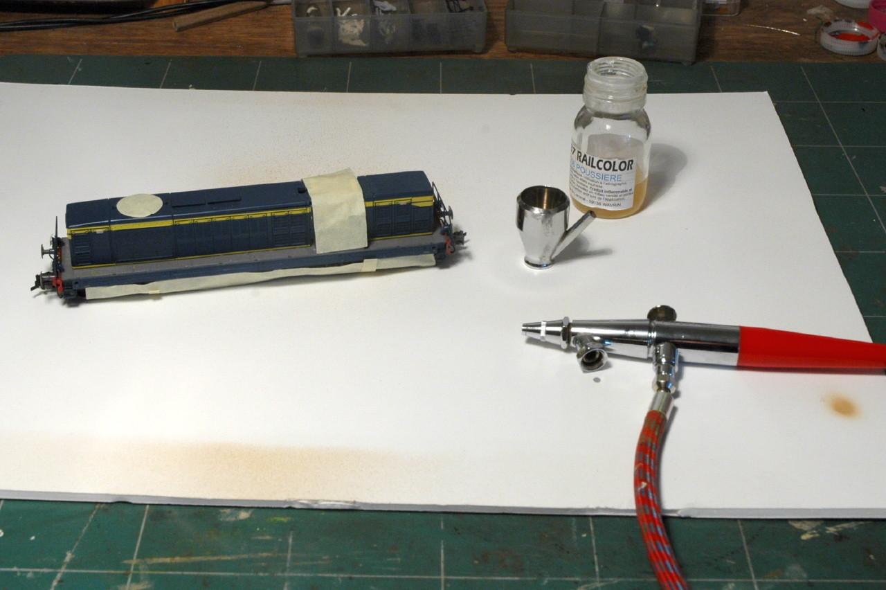 """Avec la peinture spéciale patine """"Poussière"""" de AMF87 on va délaver le joli bleu sorti d'usine."""