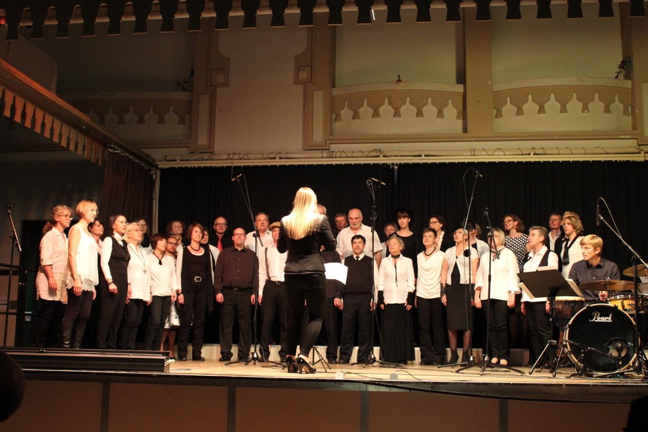 Sing'n'Swing im schwarz weiß Outfit