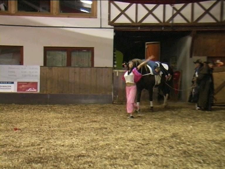Aber die Voltis wollten ihr Pferd zurück. Da konnte nur einer helfen - ...