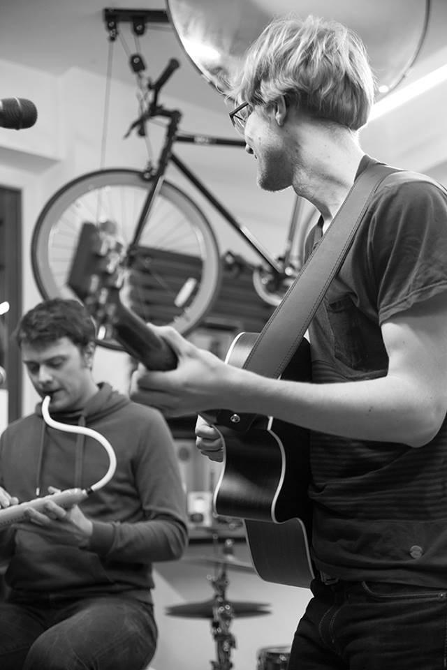 Spontan war ich mit Richard Stiegler am 16.1. beim Sofar Sounds Konzert im Fahrradcafé dabei. Foto: Julia Hauck von Designstudio 301