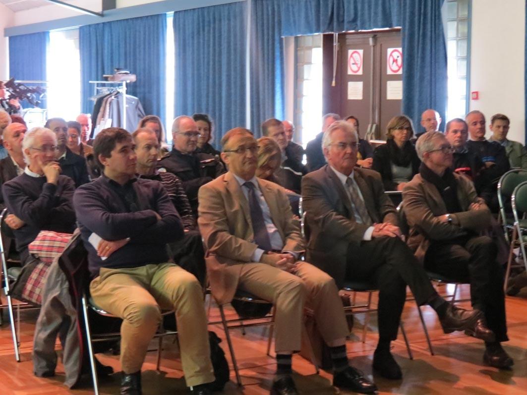 1er rang : M. Loiseau (Mairie St Malo), M. Lobit (Sous-Préfet), M. Favre (Pdt STSM), M. Le Berre ( Directeur STSM)