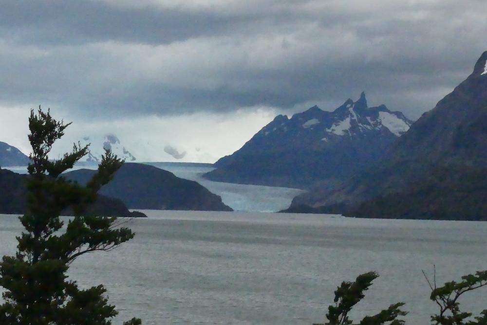Lac gray et son glacier au fond