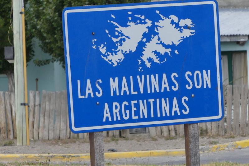 Les argentins revendiquent forts les Malouines