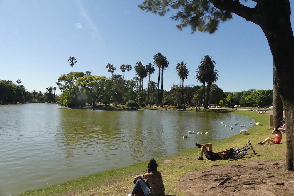 Un des nombreux parcs de la ville
