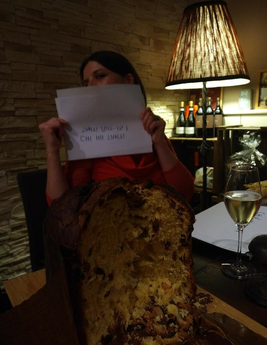 das davor war kein Rock mit komischem Muster - das war Toni's Brot (besser bekannt als 'Pannetone' 😉)