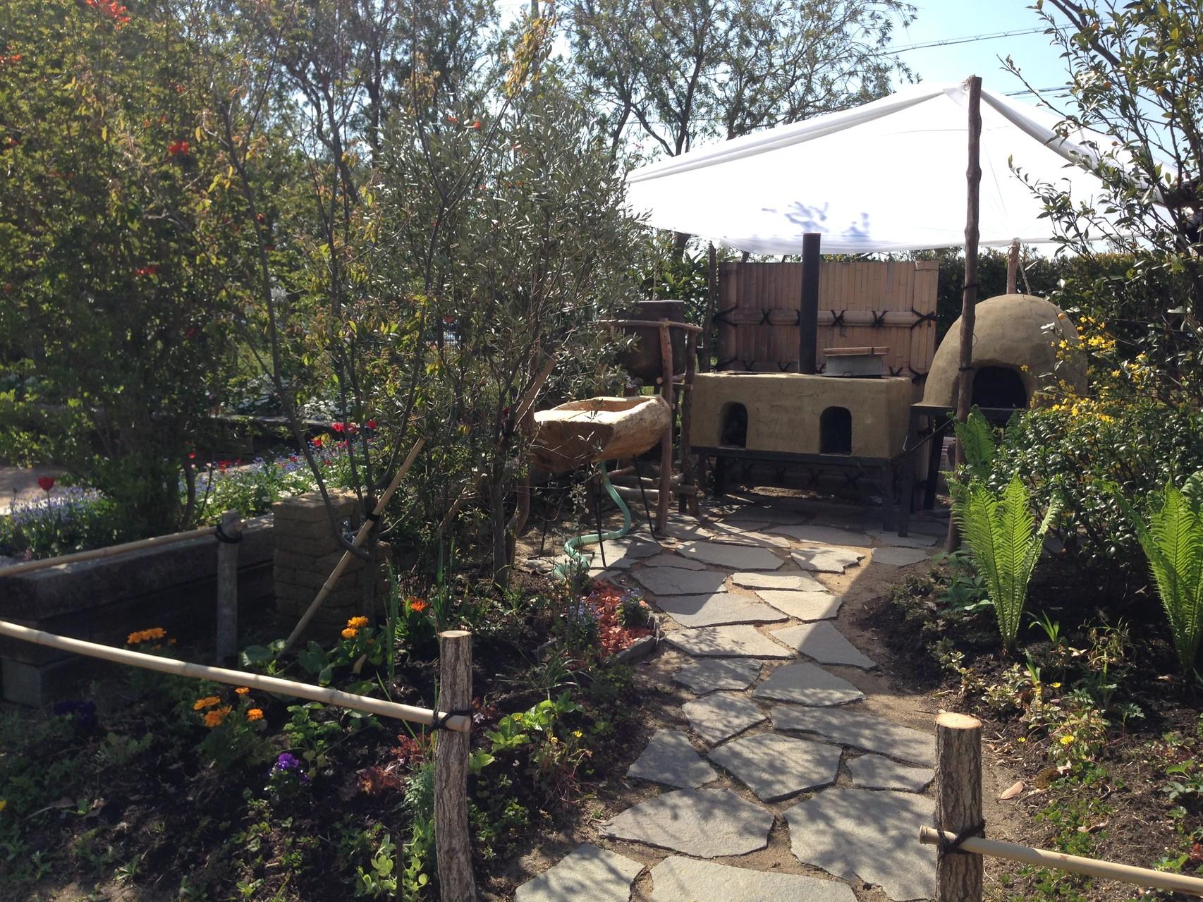 庭=暮らし 多機能な自然の仕組みを利用して、自然とつながる庭をデザインしています。