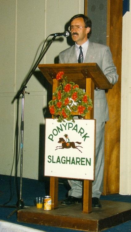 Gerrit Does (organisator en initiatiefnemer in de de BMX Sport in Nederland) sprak de genodigden toe in Ponypark Slagharen... (Juli 1988)