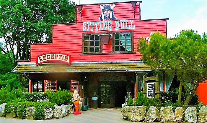 De 'Sitting Bull Saloon' op de Camping en Wig Wam Wereld...
