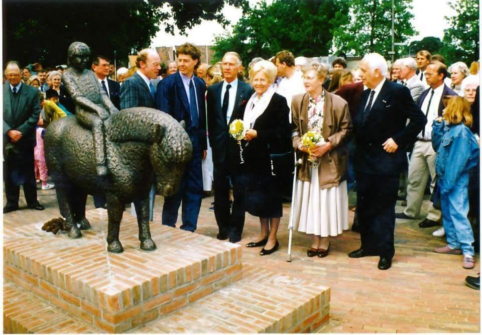 Burgemeester van Splunder met zijn vrouw, en Henk Bemboom met zijn vrouw, 02 juni 1989.