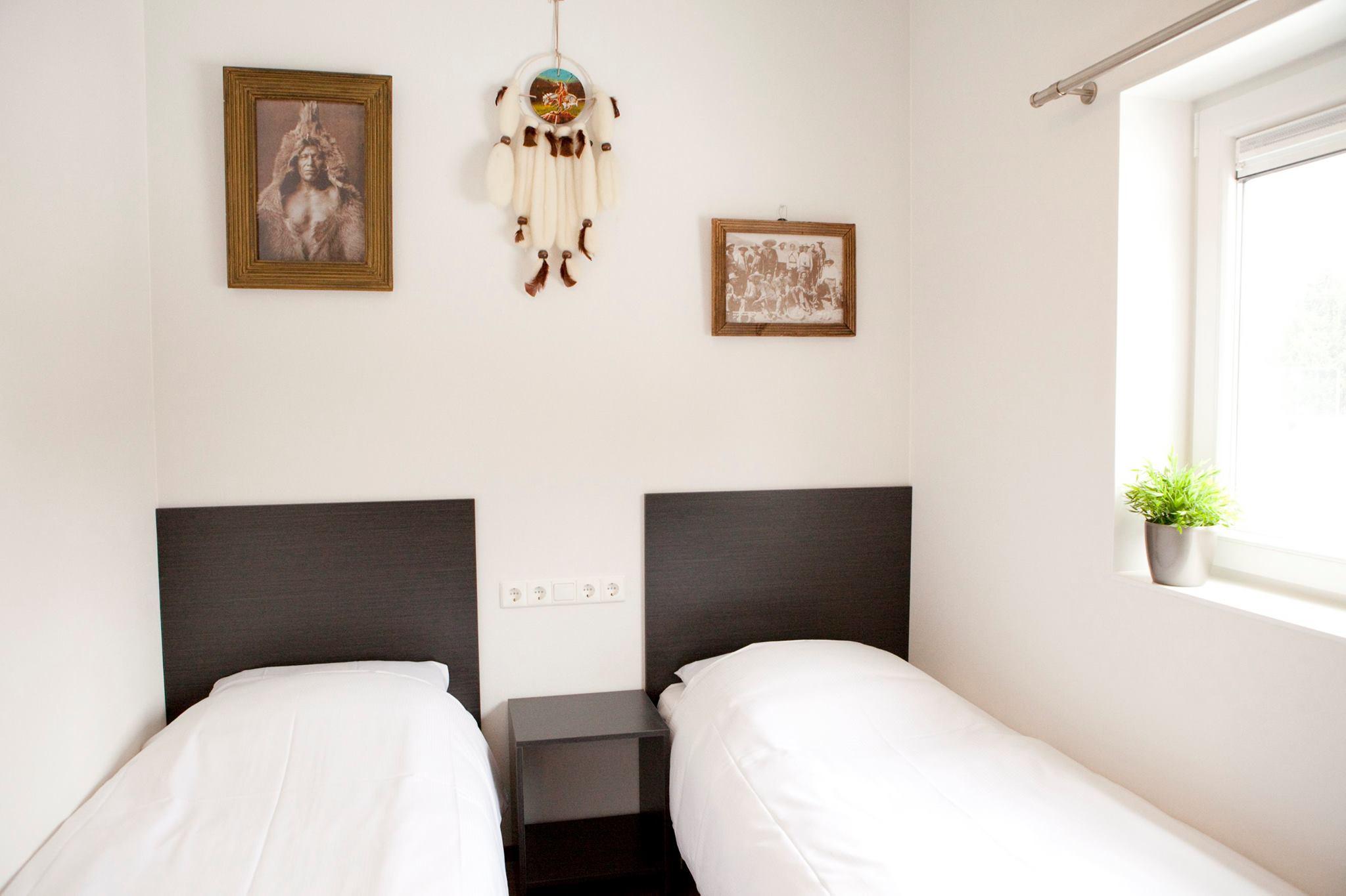 Slaapkamer met 2 boxsprings Raccoon Lodge