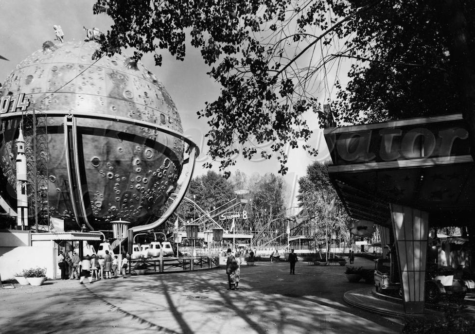 Jaren '70, Kölner Tivoli: Op de foto de botsauto's en de 'Apollo 14', welke later door Henk Bemboom werd gekocht. Bron: Sammlung Jürgen Nießen