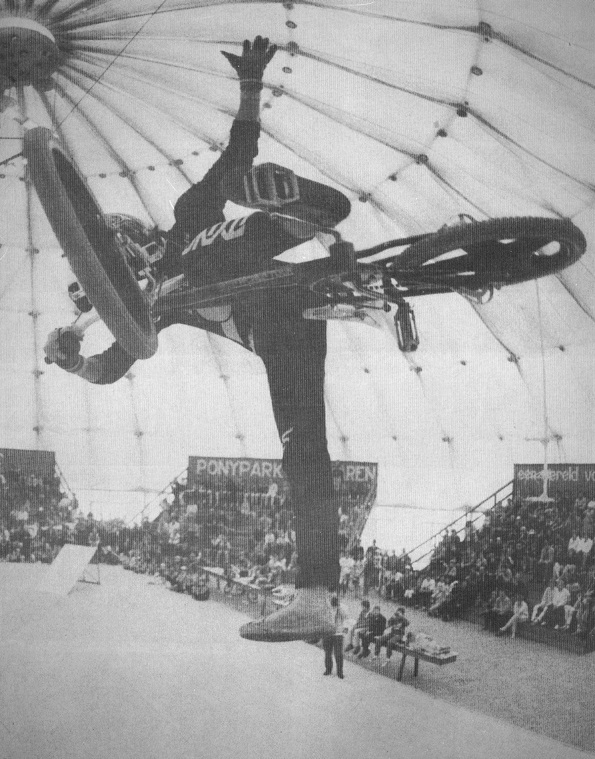 1985 BMX Stunts in de koepelhal