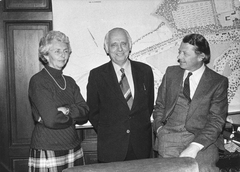 1976 Van links naar rechts: Barones von Landsberg-Velen, Henk Bemboom en Baron von Landsberg van Schloβ Dankern.