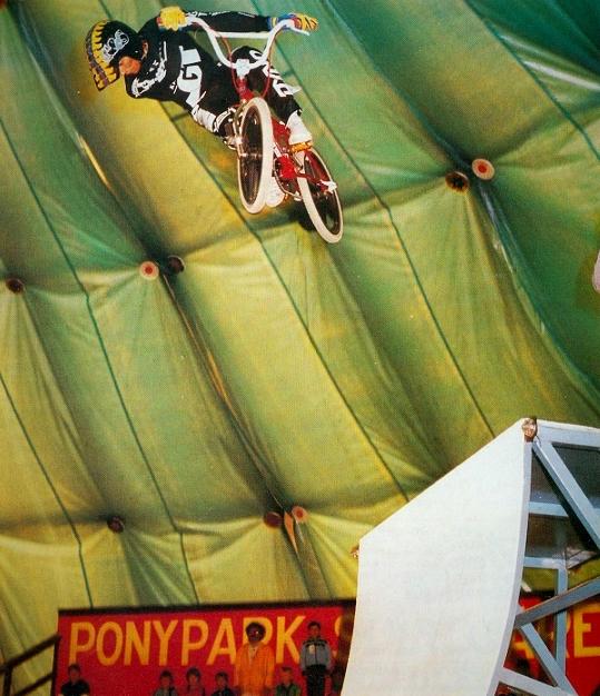 1985 BMX Stunts in de koepelhal