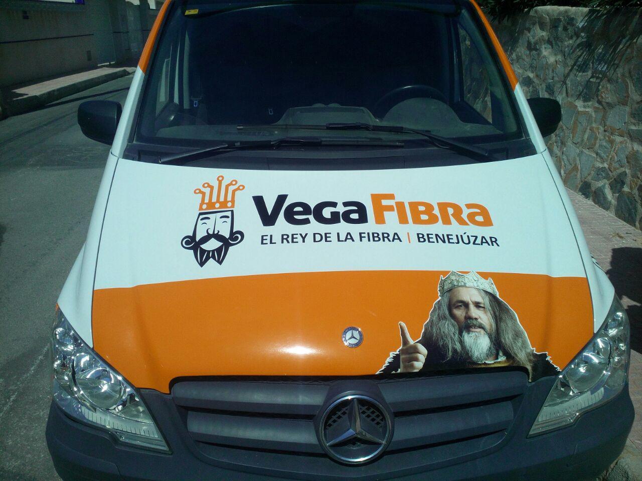 Rotulación  de los nuevos vehículos de VEGAFIBRA